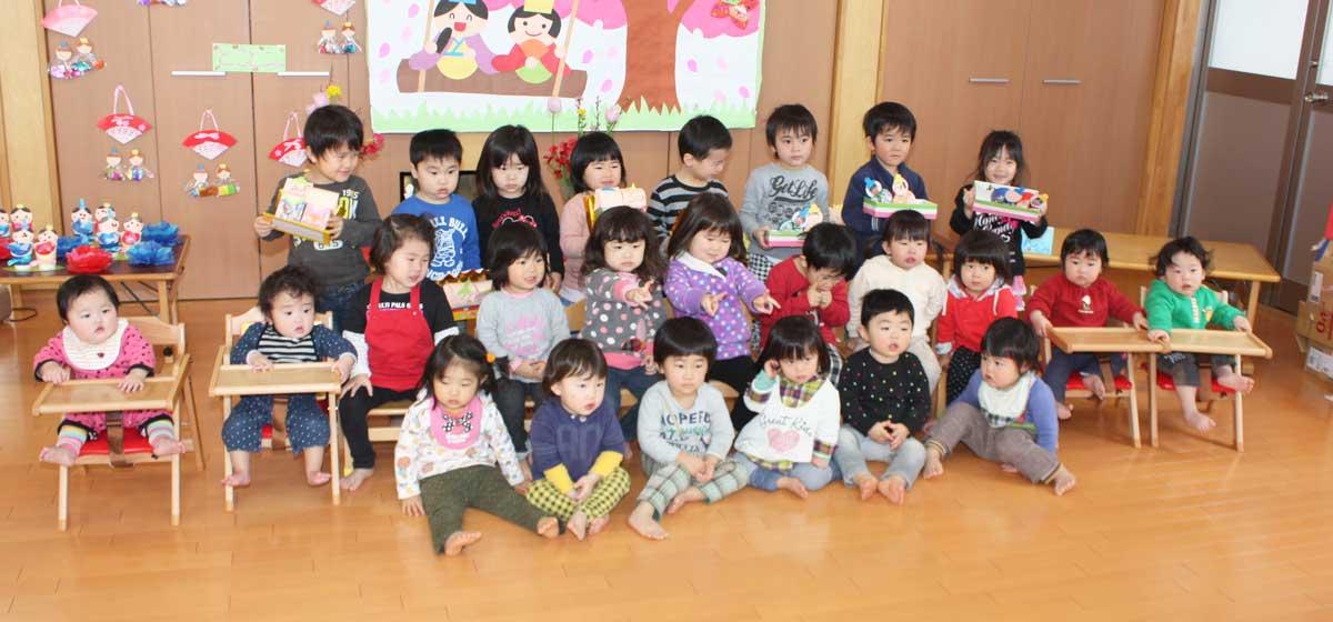 24時間院内保育所「あきほ保育園」ひな祭りに集まる子供たち